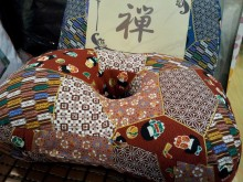Donut Cushion/Pillows, red coulour  中空座墊/枕頭, 紅色 Cool and good aspiration 清涼透氣 Adjustable height 可調高低